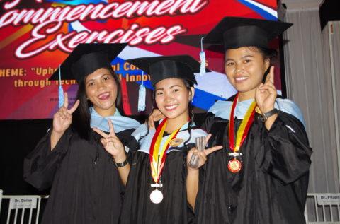 Vivialyn, alumni