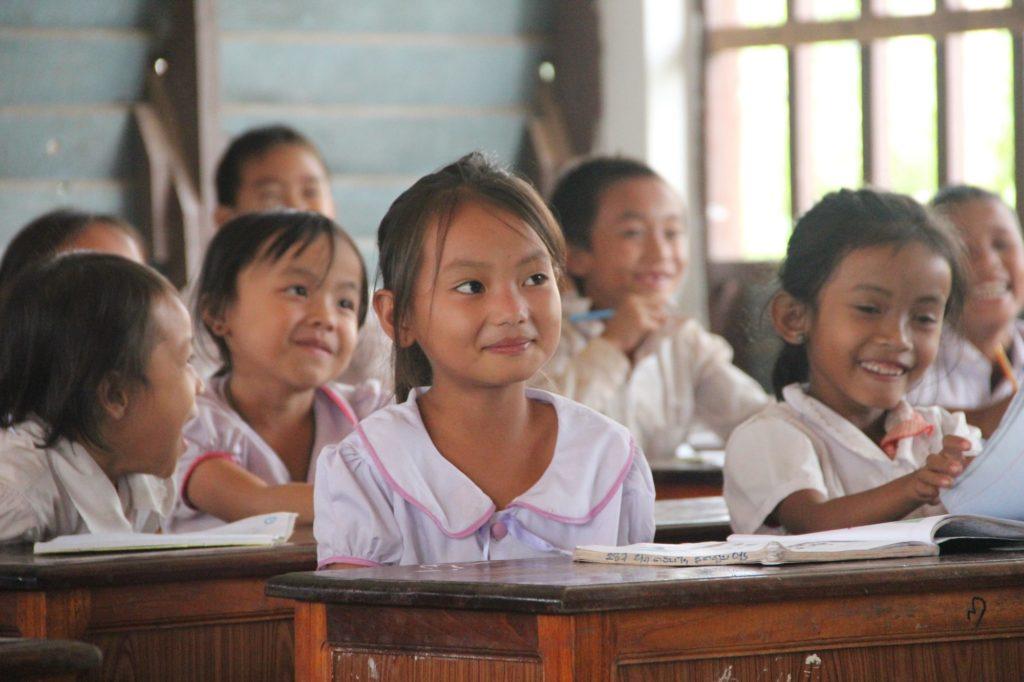 Enfants d'Asie - Don et parrainage - petite fille en classe