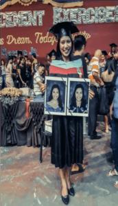 Bénéficiaire d'Enfants d'Asie recevant sont diplôme