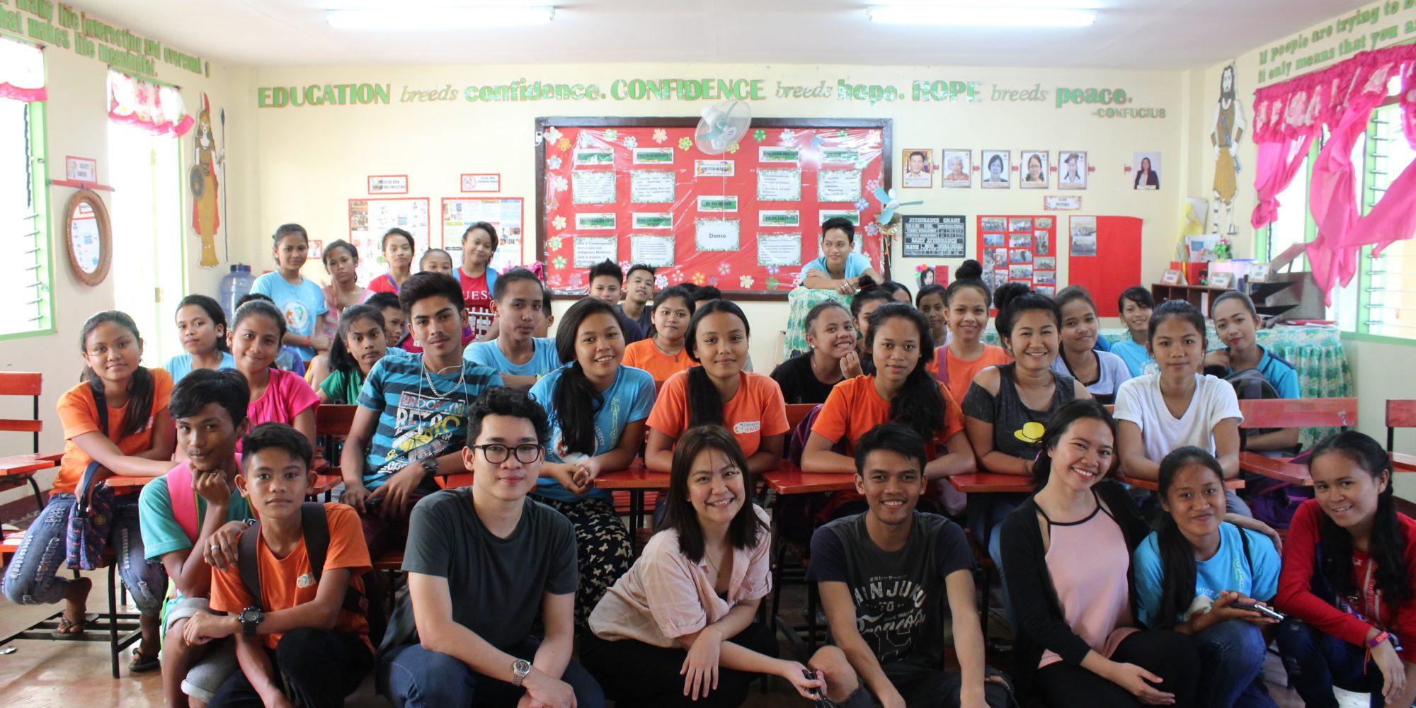 Enfants d'Asie et ses partenaire. Photo de groupe :Equipe, partenaire, bénéficiaire